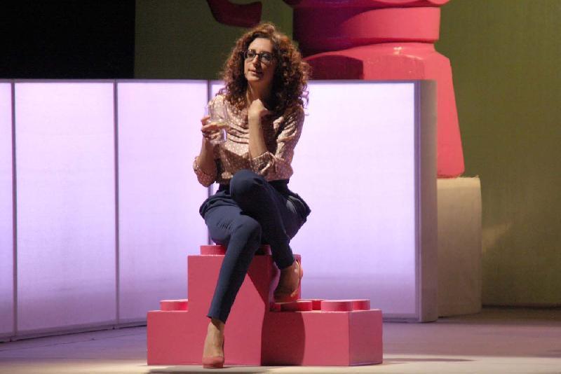 SUMMER TOTOSHARE SABATO 30 AGOSTO 2014 Bubino consiglia: Terrybilmente divagante, il divertente spettacolo teatrale di Teresa Mannino, in prima serata su Rai5. E' da sola che la comica da il meglio di sè.
