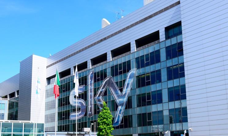 TRASH: SKY SGUINZAGLIA I PROPRI DIPENDENTI PER SBUGIARDARE LE STRUTTURE RICETTIVE NON IN REGOLA CON L'ABBONAMENTO, IN CAMBIO DI BUONI BENZINA sede-Sky-TV-744x445