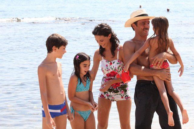 1463154729322_Nicole GrimaudoAdriano Giannini e bambini_riva mare