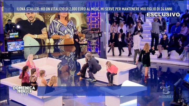 DOMENICA LIVE E L'IMPREVEDIBILITÀ DELLA DIRETTA