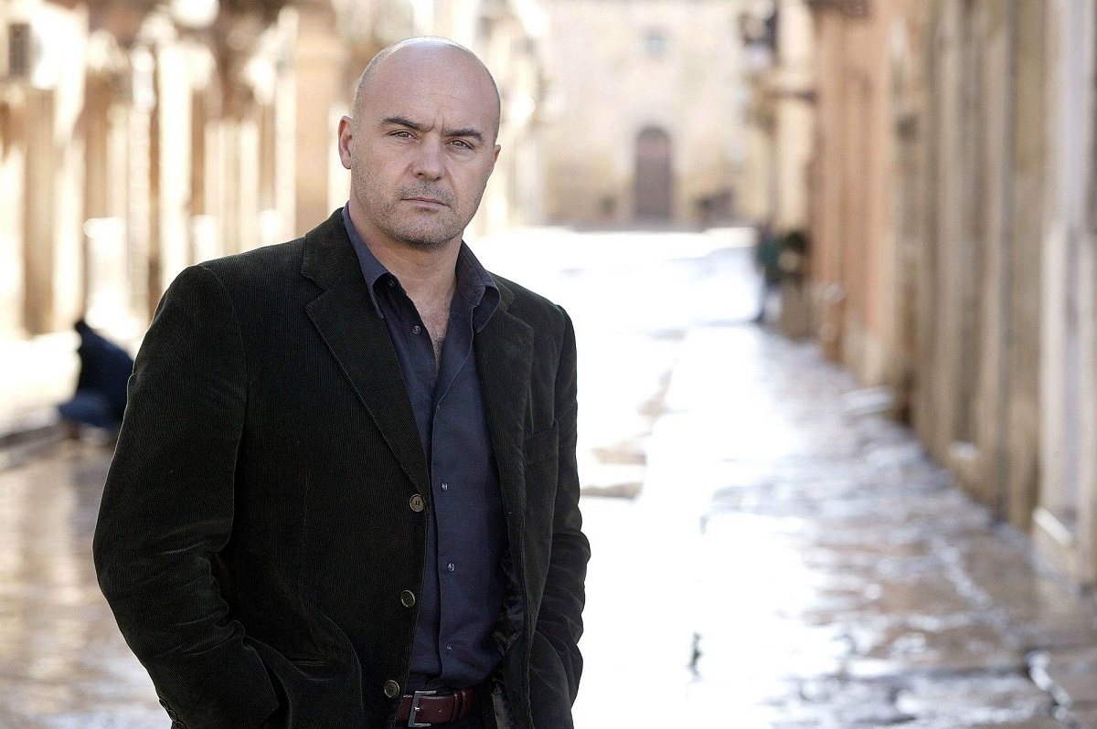 SPECIALE FICTION CLUB IL COMMISSARIO MONTALBANO LA LUNA DI CARTA